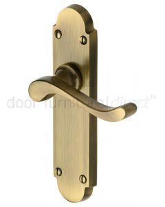 Heritage S610 Antique Brass Savoy Latch Door Handles
